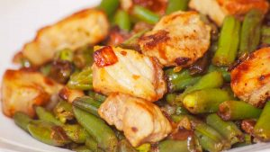 roasted chicken with herb and gravy with green beans